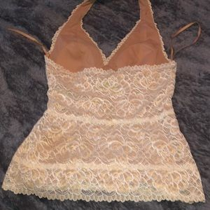 Cache Tops - Halter top cream and lace